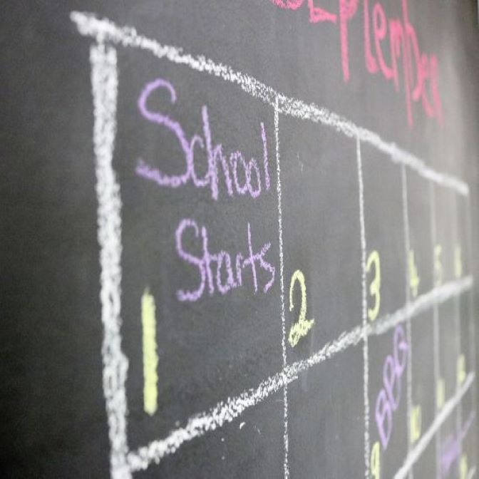 smarter-surfaces-chalkboard-paint-calendar